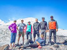 Команда восходителей на Эльбрус