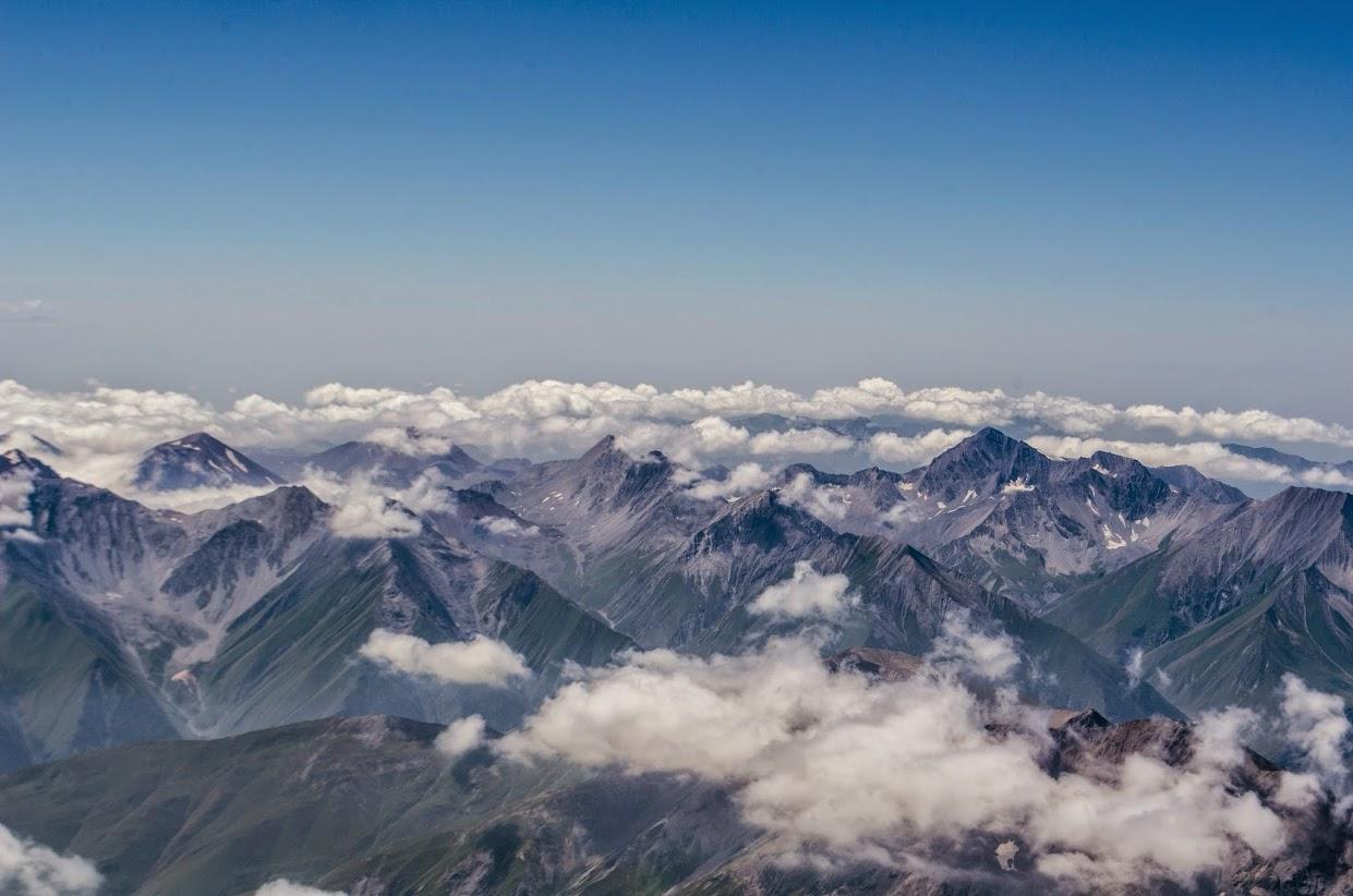 Казбек 5033 м. Вид с вершины