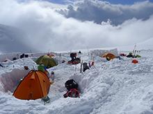 Базовый лагерь в снегу